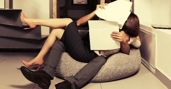 How to Navigate an Office Romance | Allana Pratt